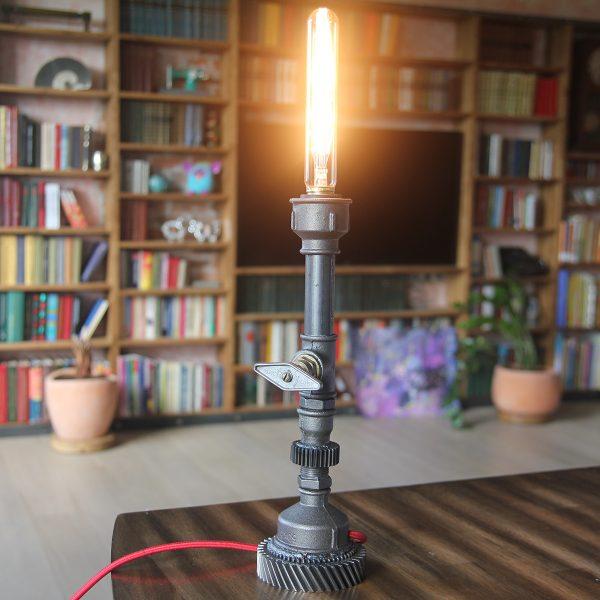 Настольная лампа в стиле industrial
