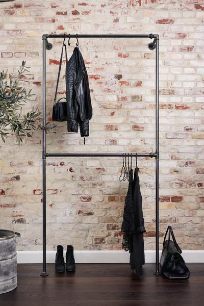Лофт стойка - рейл из труб для одежды с креплением к стене