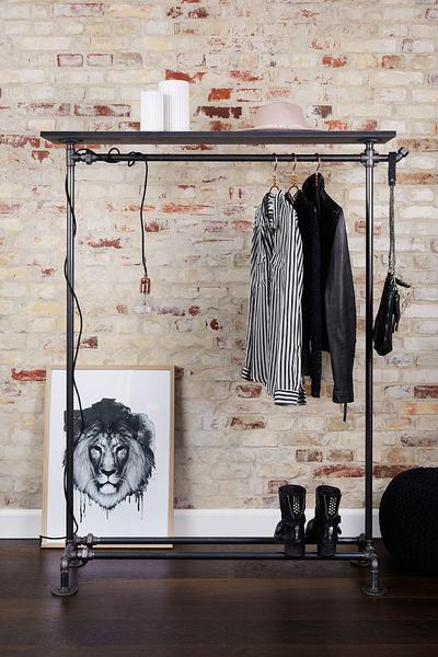 Рейл для одежды в стиле лофт с верхней и нижней полками